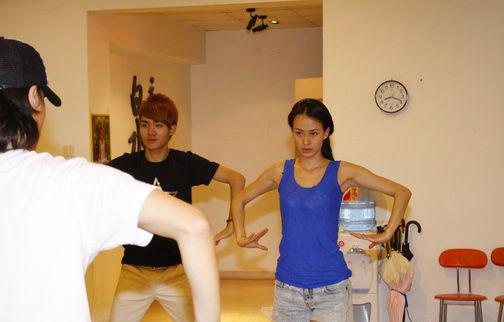 越跳越美丽最美瑜伽教练母其弥雅素颜排舞